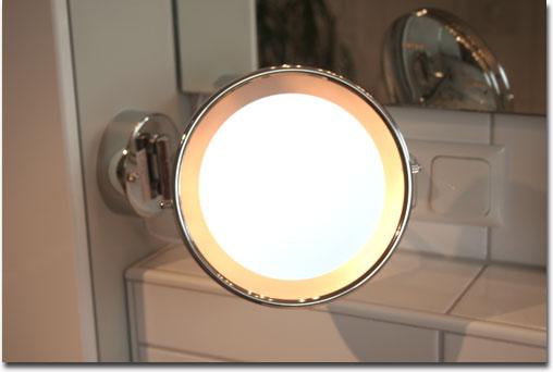 testmagazine beleuchteter kosmetikspiegel insatech. Black Bedroom Furniture Sets. Home Design Ideas